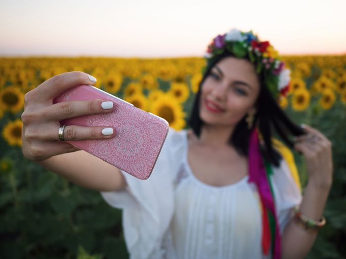 Young Adult One Person Focus On Foreground Front View Young Women Real People Leisure Activity Holding Lifestyles Happiness Outdoors Beautiful Woman Day Close-up Human Hand Flower People Self Portrait Sunflowers
