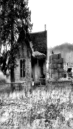 Blackandwhite Abandoned Rural Decay Dark Houses EyeAmRuralAmerica Creepywindowsunday