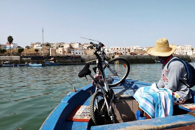 Chapeau Velo Architecture Bateau Bicyclette Building Exterior Built Structure Clear Sky Day Embarquement Gondola - Traditional Boat Mode Of Transport Nautical Vessel One Person Outdoors People Real People River Serviette Sky Transportation Water