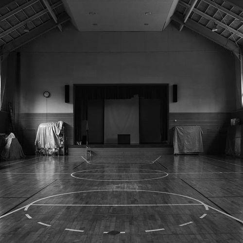 体育館。 体育館 なつかしい モノクロ 写真撮ってる人と繋がりたい 写真好きな人と繋がりたい カメラ友達募集 gymnasium blackandwhite monochrome