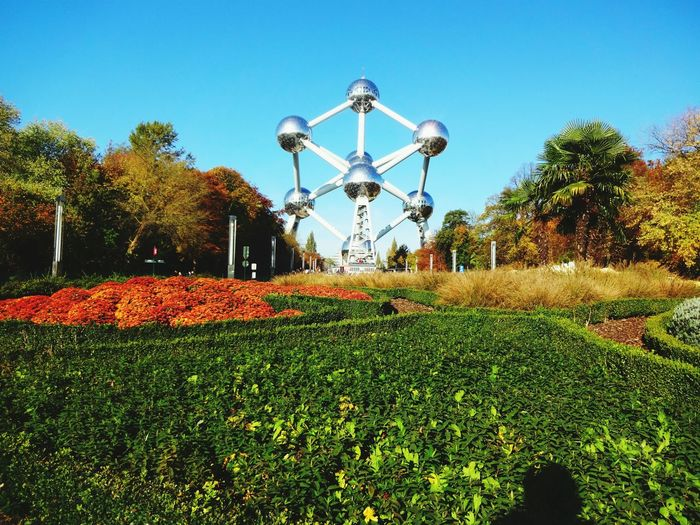 Travel Destinations Belgium Brussels Atomium Tourist Attraction  Green Nature Autumn🍁🍁🍁 Architecture No People Outdoor Photography