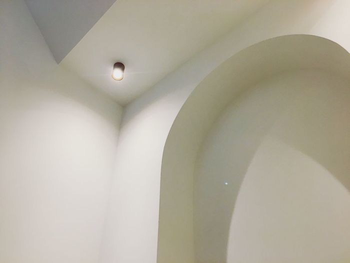 Gotta love those #curves Curvy & Beautiful Curved  Curves And Lines Curves Lighting Equipment Indoors  Ceiling Illuminated Architecture No People Built Structure Arch Light Wall Electric Light Home Interior Low Angle View