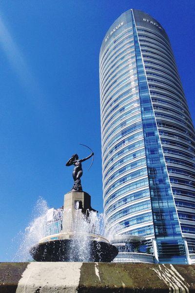 Ella tiene una nueva presa. Mexico City Reforma Diana Cazadora