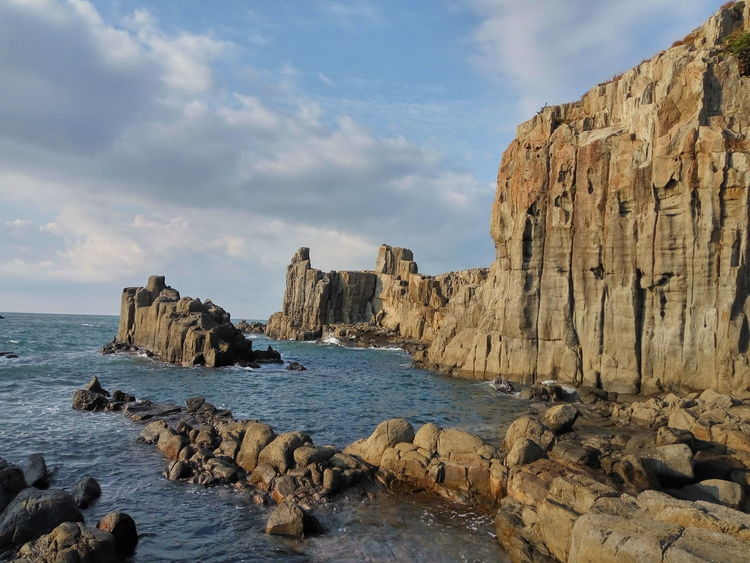 日本 東尋坊 Fukui Prefecture Sakai 坂井市三国町安島 Japan Tojinbo EyeEm Selects Rock - Object Cloud - Sky Beach Sea No People Beauty In Nature Horizon Over Water Outdoors Water Sand Nature Sky Cliff Day Rock Formation Scenics Tranquil Scene Tranquility