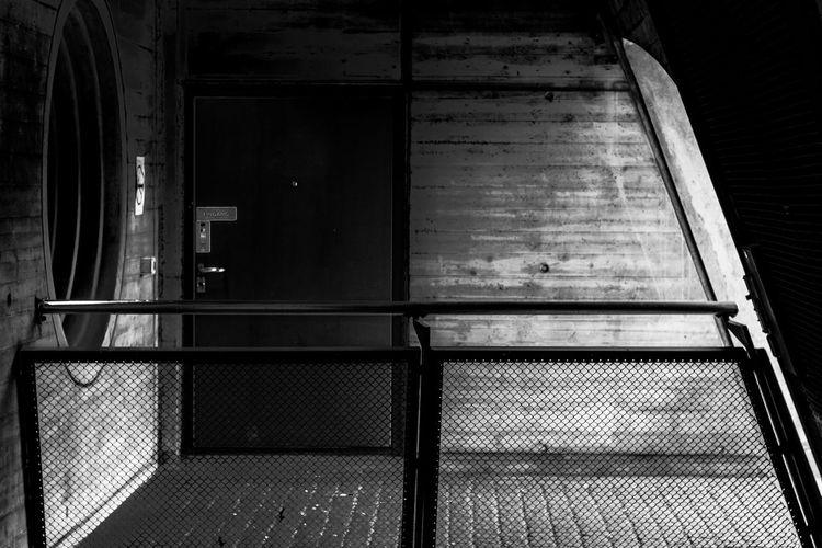 S. Calatrava: Bahnhof Stadelhofen - Detail Linsen über Zürich Concrete Trainstation Train Station Building Calatrava Blackandwhite Monochrome Corridor Dramatic Lighting Low Key Architectural Detail Architectural Feature Architecture Entryway Closed Door Handle Entrance Closed Door The Architect - 2019 EyeEm Awards