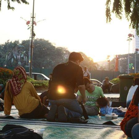 Fasting Moslems waiting for Iftar Street ramadhan Canon EOS dataranmerdeka KualaLumpur Malaysia instamood depth sunset budak kecik yang tak pandai duduk diam. waiting azan
