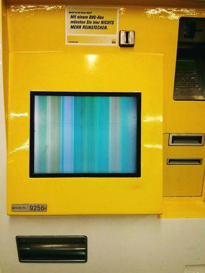 This is Art :) UbahnStation Ubahnkunst Bvg Automat Modern Art Broken Screen