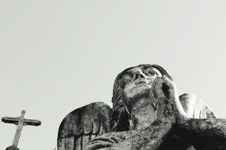 Anjo safado. Portugal Pedra Escultura