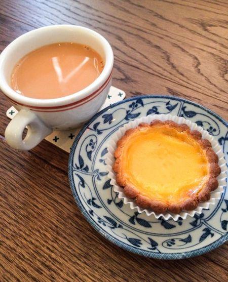 港式奶茶 蛋撻 Milk Tea Yummy Eggtart Sweet Foodphotography IPhoneography Cafe Coffee And Sweets Desks From Above