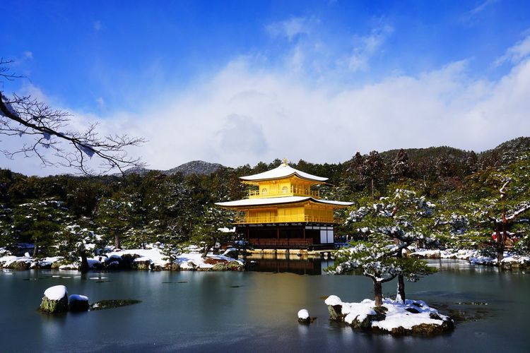 2017 Architecture Building Exterior Gold Japan Kinkakuji Kinkakuji Temple Kyoto Lake Mountain Pond Religion Sky Snow Temple Tree Water Winter 京都 金閣寺 鹿苑寺