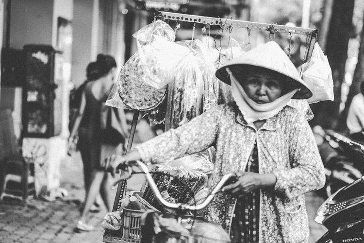 Streetphotography Streetphoto_bw Blackandwhite Black & White Portrait People EyeEm Best Shots Popular Photos Capture The Moment Light And Shadow The Street Photographer - 2016 EyeEm Awards