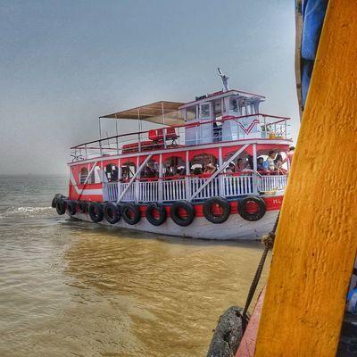 Adventure Sojourner Journey India Asian  ASIA Boat Enjoying Life Eye4photography