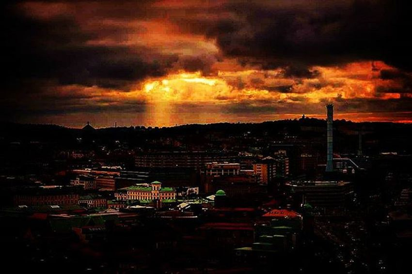 📷 Gothenburg Skyporn Sky Sunset Likes Followme Tagsforlikes Beautiful Colorful Skyisburning Clouds Goteborg Skylovers Lovley  City House Epic Enjoy Photo Goteborg Stad GBG @awesome_pixels @exaperture @swedenimages @gothenburg_sweden