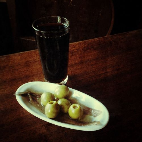 Vermut con anchoas! Red Wine Wine Taking Photos Relaxing