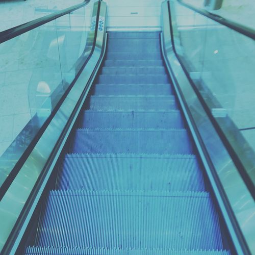 Escalators ⬇🏢 Hanging Out Check This Out Taking Photos