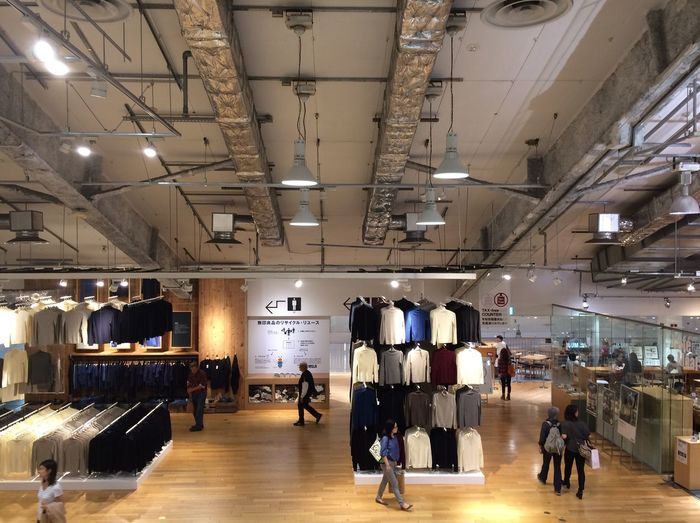 Muji Muji Love Store Indoors  Real People People Streamzoofamily IPhoneography 🚶💨🚶😊💨🎵