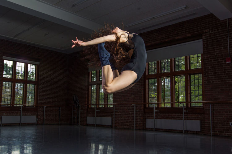 dance life.... gotta love it :) Dance Dance Life Action Shot  Boogierez College Girl  Curly Hair Dance Studio Dancer Dynamic Fitgirl Illvisuals Indoors  Movement One Person Practicing Rezones Young Women