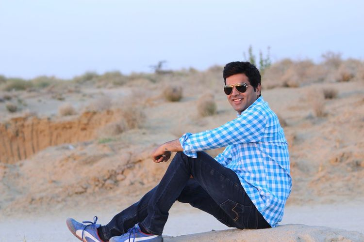 Sunglasses Checked Pattern Casual Clothing Men Outdoors Sitting Eyeglasses  Smiling Stylish Fashion&love&beauty Handsome Perfect The Architect - 2017 EyeEm Awards Poser ❤ Cool Attitude Cheerful The Week On EyeEm Portrait The Portraitist - 2017 EyeEm Awards Happiness Desert Jitendra