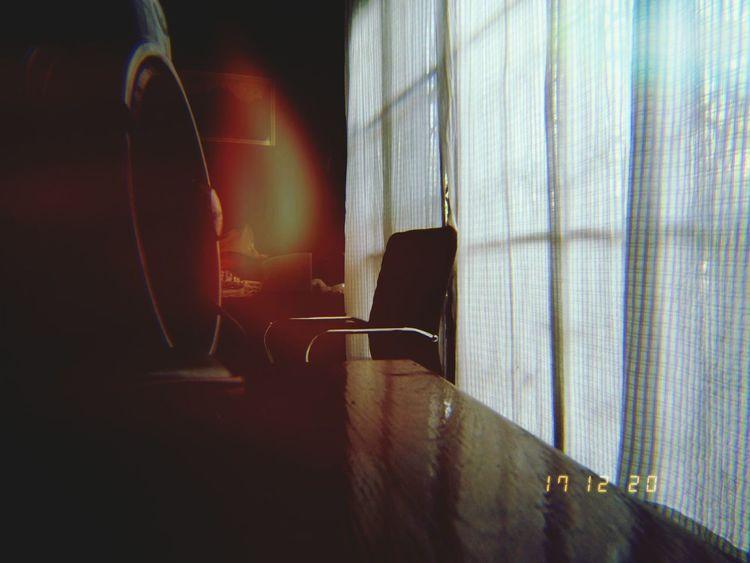 แสงและเงา Music Indoors  Curtain One Person Chair One Man Only Arts Culture And Entertainment People