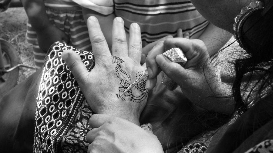 Fujifilm Henna Henna Art Blackandwhite Festival Of Faith Beautiful Beauty Hands Monochrome _ Collection Eid2015 Culture