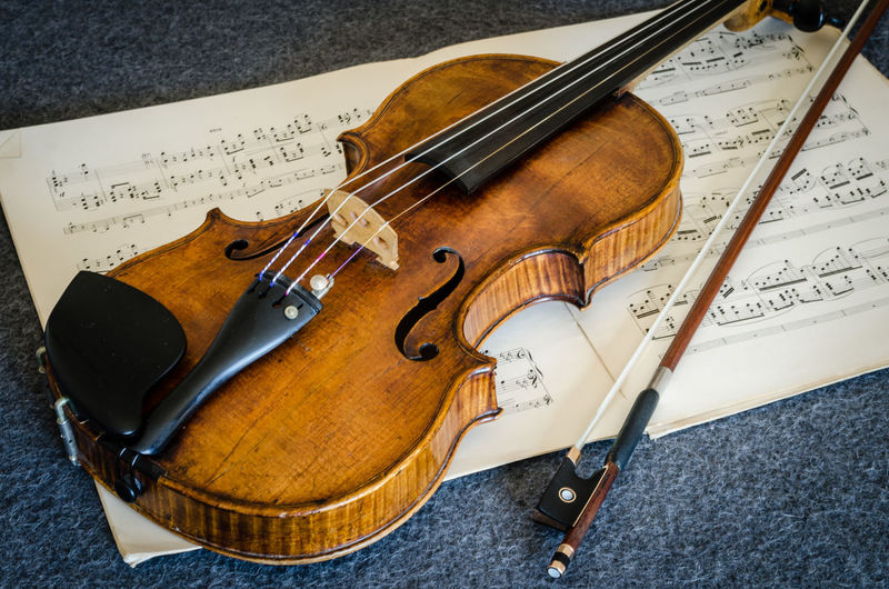 Arts Culture And Entertainment Bow - Musical Equipment Classical Music Close-up Day High Angle View Indoors  Music Musical Instrument Musical Instrument String Musical Note No People Sheet Music String Instrument Violin Wood - Material