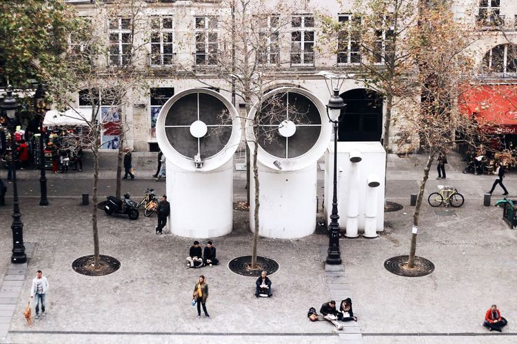 Dual The OO Mission Paris Pompidou Pompidoucentre Traveling Travel Street Photography Street People Two Is Better Than One Embrace Urban Life מייסטריט מייפריס Adapted To The City The City Light The Architect - 2017 EyeEm Awards The Street Photographer - 2017 EyeEm Awards