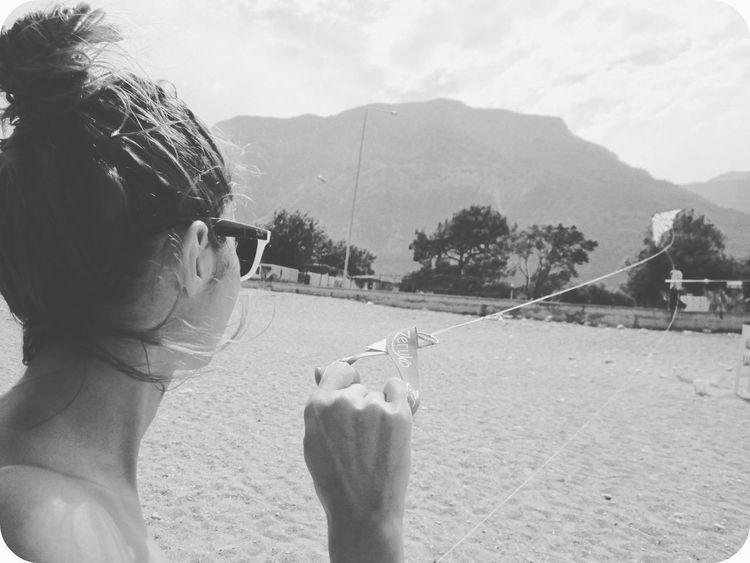 I control kites. Kite Beach Beachphotography Blackandwhite Summer First Eyeem Photo Hanging Out Hello World Allblackcommunity BWlovers Bwlandscape AllBlackEverything Bikini Photooftheday Photography Raybans