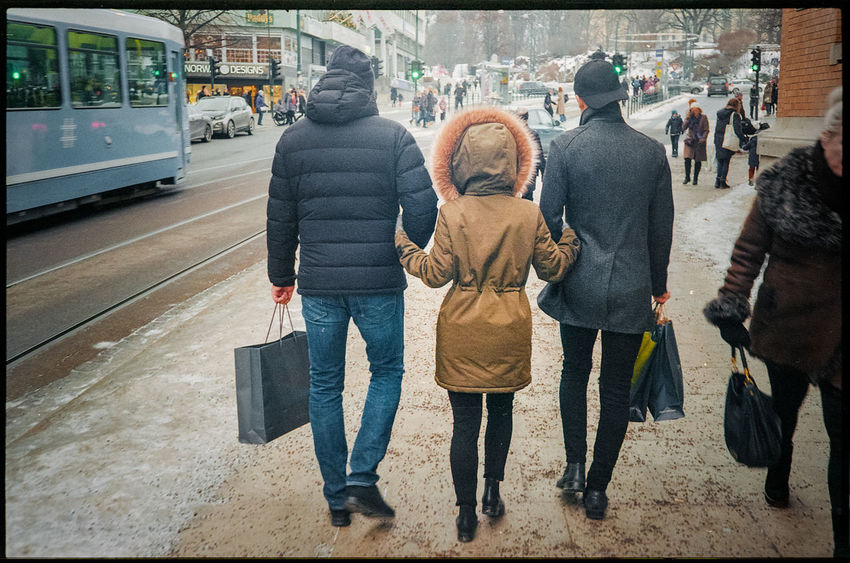 Two arms to hold Snow Winter Cold Temperature Friendship Relationship Outdoors Warm Clothing People Casual Clothing Woman Men Group Of People Real People Rear View City Walking Filmisnotdead Film Photography 35mmfilmphotography 35mm Film Analog Analogue Photography Streetphotography Street Photography