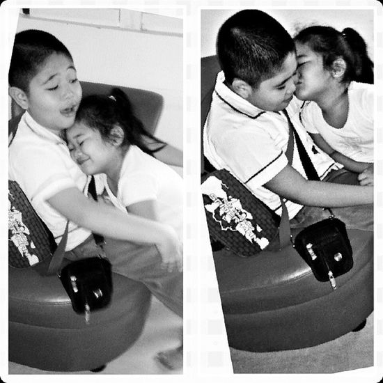 Hugs and kisses while waiting for the school bus. Siblingskulitan Sweetnessoverload