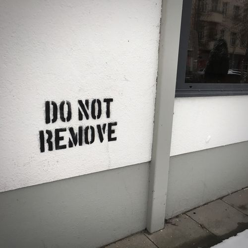 Do Not Remove – leider umsonst SamariterKiez Samariterstrasse Abriss No People Streetart Graffiti
