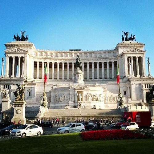 Roma Rome Italy Sites history traffic beautiful sunny vacation passport instatravel instagood instapassport easyjet illuminati secrets