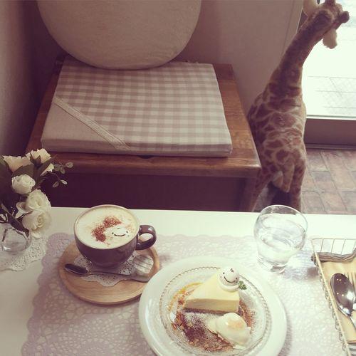 おやつもいきまふよー ⍢⃝ஐ ほわわの白いチーズケーキ ホットコーヒーにほわわ&生クリームトッピング @ほわわカフェ