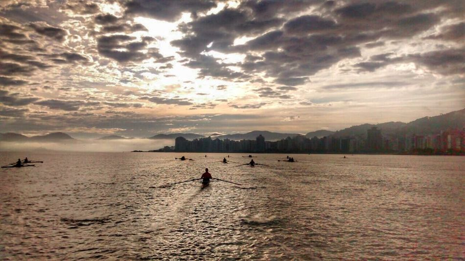 Rowing Rowingispassion Sole...☀ Florianópolis - SC Floripa Training Train Spots Sportsday Remo City Life Florianópolis Day World Paradise Perfection Sky Training Day Battle Of The Cities Sunrise Sol Paraiso☀🍃 Row Martinelli Traveling Home For The Holidays