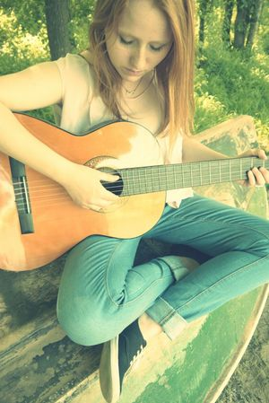 Relaxing Taking Photos Popular Photos Beautiful ♥ Portrait People Nature Guitar Lady Melody