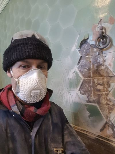 #mask #worker #thatsme Hello all 👋 2018 is underway. Hope yours is a good one. 😀 Dustmask Protective Workwear Face Oldwall Damage Broken Tiles Adult Front View One Man Only Only Men Looking At Camera One Person Adults Only Coveralls Protective Suit Occupational Safety And Health