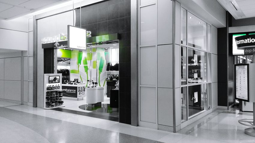Dallas Dfw Airport Airport Electronics  Soundbalance Retail  Black And White Green Green Green!