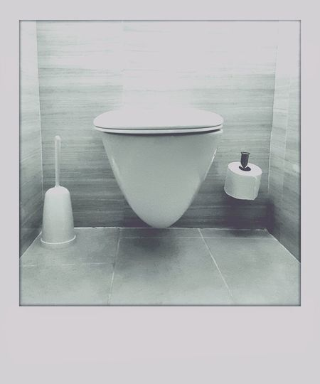 Bathroom Toilet Toiletpaper Paper View Brushes Simplicity Simple Blackandwhite Black And White Polaroid Insta Monochrome Details From My Point Of View Hotel Hotel Room EyeEm Best Shots - Black + White Interior Design Interior Views Monochrome Photography Lieblingsteil