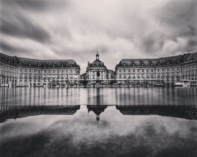 reflet EyeEm Gallery Eye4photography  Bordeaux Cloud - Sky Politics And Government City Cityscape Water History Reflection Sky Architecture Building Exterior Built Structure Storm Cloud Overcast Atmospheric Mood Cumulonimbus Light Painting Long Exposure Foggy Cloudscape