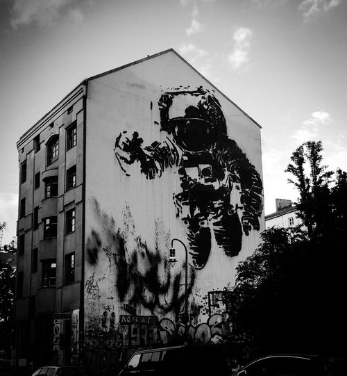 Monochrome Photography Built Structure Architecture Street Photography Graffiti Streetart Streetphotography Moon NASA Man In The Moon Low Angle View Building Exterior Human Representation City Life Building Story Capture Berlin