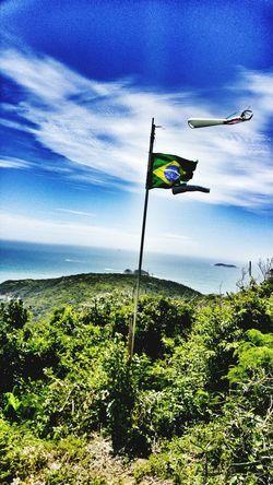 Bom dia!!! Flag Patriotism Low Angle View Taking Photos Brasil EyeEm Gallery Montain  Naturezaperfeita Lg G4 Photography