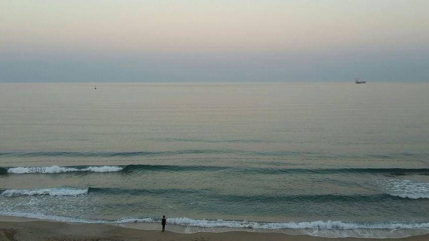 Sessizlik bir okyanus, konuşmak nehir. Okyanus seni aradığında konuşma nehrinde yürümekten vazgeç, sözleri bırak ve okyanusu dinle.. (Mevlana) --------------------------------------------------------__ Silence is an ocean. Speech is a river. When the ocean is searching for you, don't walk into the language-river. Listen to the ocean, and bring your talky business to an end.. (Rumi) Igneada Travel Eternity And A Day Sea And Sky Ineedamiracleformylostsoul Eye4photography  Minimal EyeEm Best Shots EyeEm Nature Lover Landscape