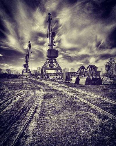 Industrial HDR Honor7 кран уголь железнаядорога чернобелое пейзаж перспектива завод прогулка Crane Stroll Instagood Picoftheday Cool Blackwhite