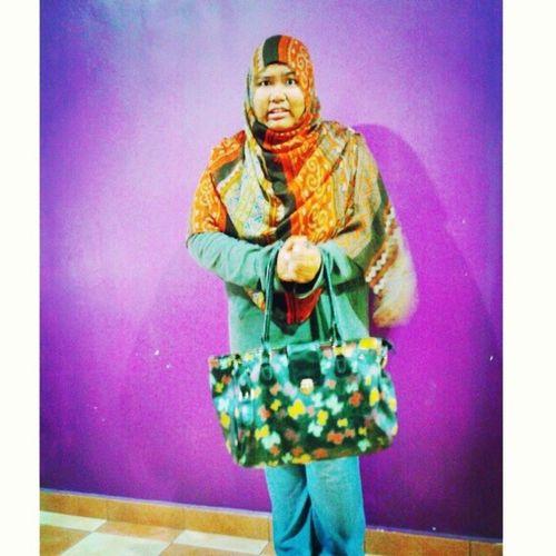 Being TORTURED to bring handbag T_____T Loc  @ my definition of a handbag is a black bag pack or an army green sling bag ... *ok tote bag tuuu kira OK laaa OK laaa dari handbag feminin tak hengat niii Loc  Handbag  No feminisme puipui lempanglelaju masihperempuanmelayuterakhir