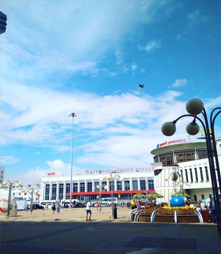 вокзал НижнийНовгород московскийвокзал город макдональдс City Multi Colored Beach Amusement Park Ferris Wheel Arts Culture And Entertainment Bird Sky Building Exterior Cloud - Sky