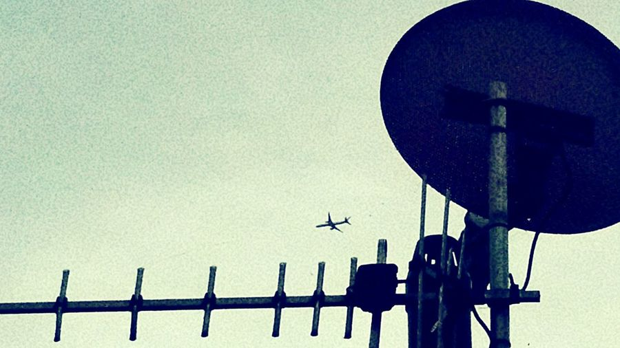 Silhouette Plane Antenna Satalite Dish