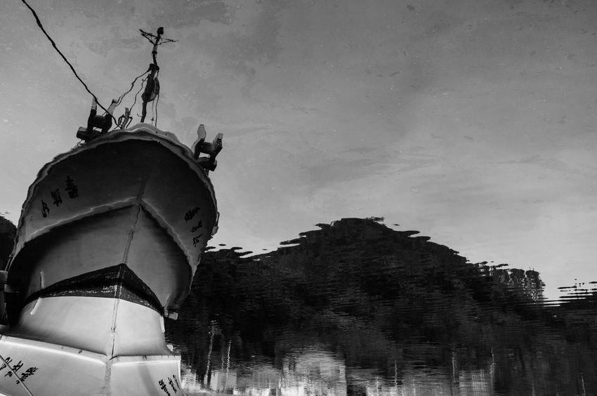 Art Blackandwhite Bort Japan Monochrome Port Portrait Streetphotography Phtographer EyeEmBestPics Black And White Helloworld Snapshots Of Life スナップ写真 Artな写真 モノクロ 写真家 福井県 日本 スナップ Sea