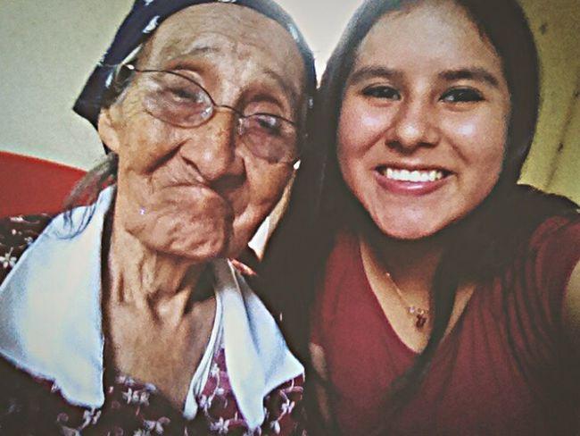 Ella es mi bisabuela y acaba de cumplir 96 años de edad , es un gran logro para ella y me cautiva su sonrisa y determinación para la vida ??