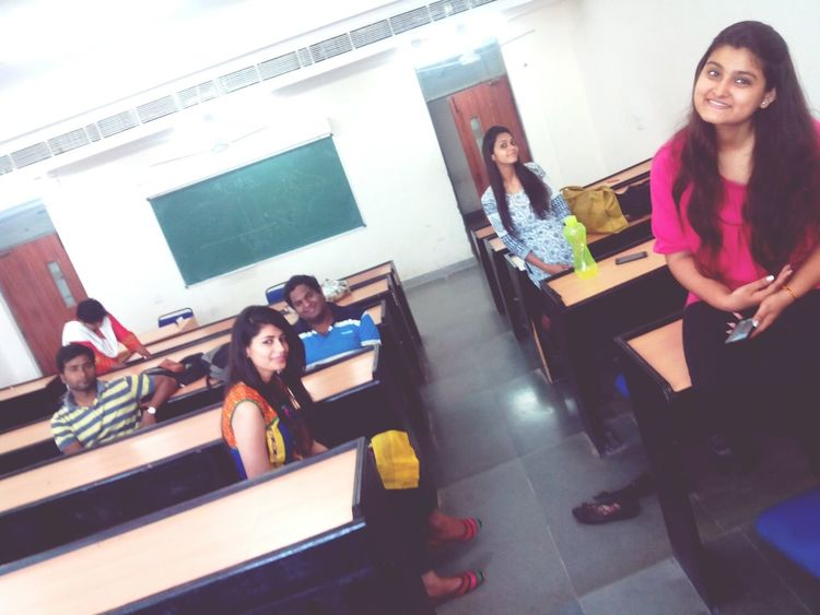 Empty Room College Life College Girl  Group Photo Collegefriends Randomclick Relaxing ♥ Happy :) Fun Totalfreak