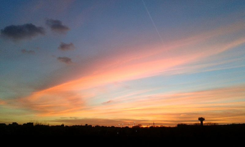 En direct 😀 Sunset Skyporn Sky And Clouds Sky Is On Fire Cityscapes Colorful Brussels Belgium
