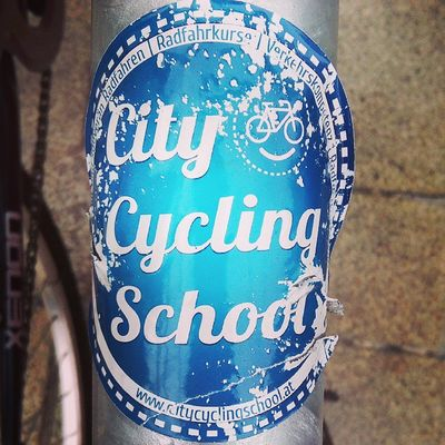 Fighting hard to stay alive. Kudos for this City Cycling School sticker! Cycling Radfahren Vienna Wien